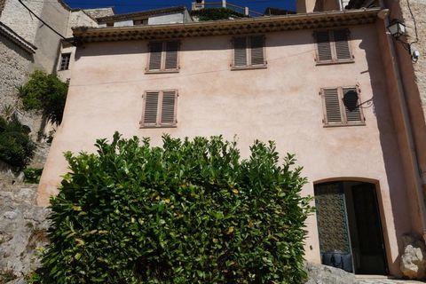 St JEANNET, maison de village avec belle vue mer Cap d'Antibes, 3 chambres, 2 bains, salon/cuisine, 2 cheminées, le tout sur 3 niveaux en excellent état, maison entièrement rénovée/reconstruite, parking à proximité - à voir .
