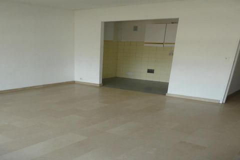 Apartment Stage 4th, position south, General condition Excellent, Kitchen Installed, Heating Collective, Hot water Separate, Rental Unfurnished, Duration 36 [mois], Available from 12/07/2013 Bedrooms 1, Balcony 1, Cellars 1 Building Floor number 5, N...