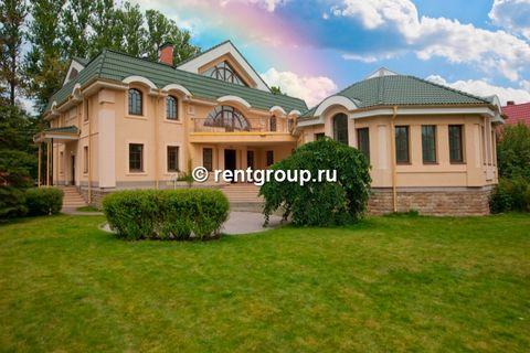 Лот №L4748999. Сдается эксклюзивный коттедж в Павловске для проведения мероприятий. Каминный зал вмещает до 60 человек, в 7 спальнях (5 спален с санузлами, 1 спальня с джакузи) размещается 22 человека. В коттедже целых ДВА БАССЕЙНА, один с гидромасса...