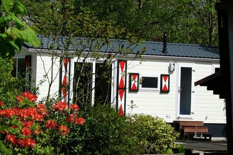 All accommodations on Chaletpark de Visotter are located on spacious plots right on narrow or wide dikes. You have the choice of various types. The 4-pers. mobile home (NL-3652-02) is simple but furnished with care. The 4-pers. (NL-3652-03) and 5-per...