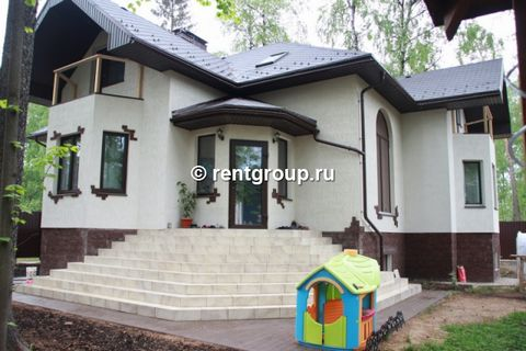 House for rent 12 km from Moscow to Yaroslavl highway gated Green Bor. The village is located in a pine lesu.Territoriya village is guarded. House size 110 m2. Two bedrooms on the second floor (the maximum number of guests - 8 people), two bathrooms,...