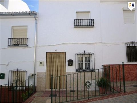 This lovely townhouse is located in in heart of Teba. The property benefits from a basement which is used by the current owner for storage. At the front of the property there is a small patio which sets the house back of the street. Inside the entran...