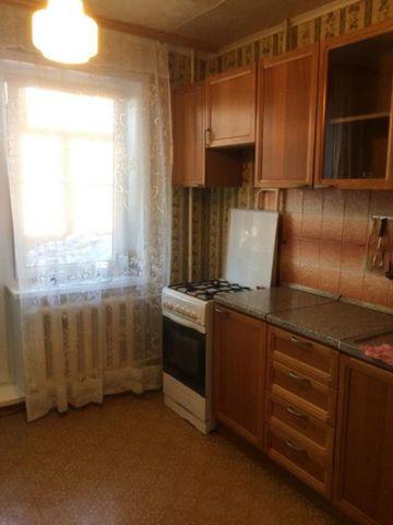 Продается уютная двуххкомнатная квартира на 2 этаже 5 этажного дома в п. Лесной, Коломенского района. Просторная 9 метровая кухня, изолированные комнаты, раздельный санузел. Застекленный балкон. окна на две стороны. Во дворе детские площадки, удобная...