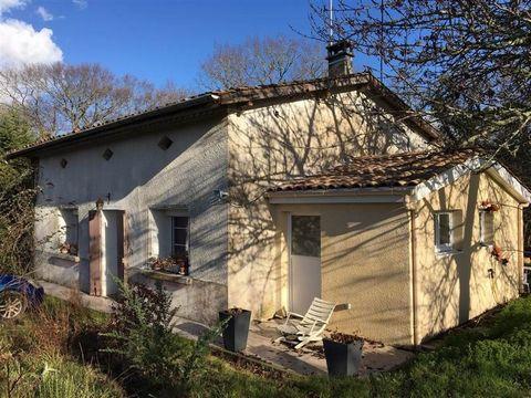 A 5 min de Cocumont, charmante maison de campagne rénovée d'une surface habitable d'environ 83 m2. Elle comprend une entrée, un salon avec cheminée, 2 chambres, une salle d'eau refaite à neuf, un dégagement, une cuisine équipée neuve, et une salle à ...
