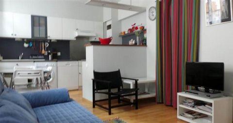 A deux pas des Thermes, au 1er étage d'une jolie maison de ville, découvrez cet agréable appartement de type T3 comprenant une belle pièce de vie avec cuisine ouverte, 2 chambres, 1 salle d'eau, WC indépendant, lave-vaisselle, lave-linge, rangements....