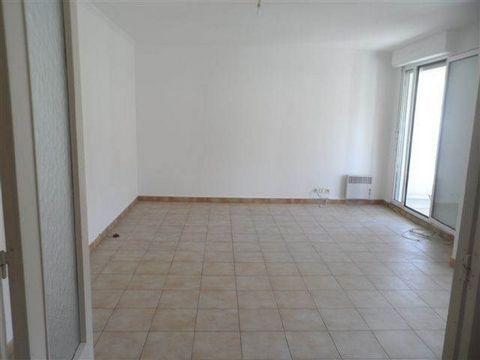 Appartement T2 de 44 m² en 3ème Etage avec AscenseurHall d'entrée avec placardCuisine aménagée,Séjour donnant sur terrasse, 1 chambre, Salle de bains, wcGarage fermé, Cave