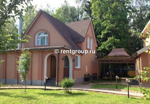 We propose into the lease of the 2nd storeyed cottage with the total area of 300 sq. m. Cottage is surrendered on day, output and holidays. In it is a hall with the comfortable fireplace to 40 square meters, spacious kitchen with the dining room with...