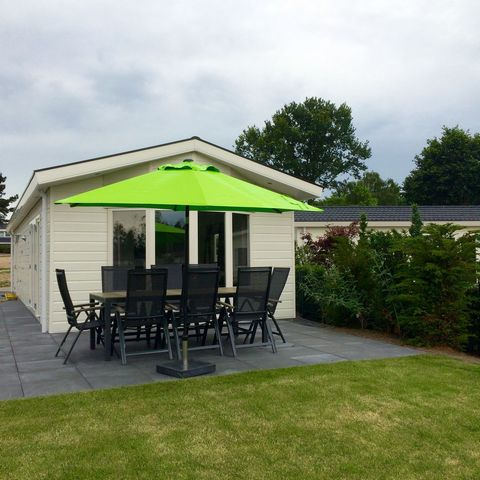 Holiday Resort Family Home Nunspeet offers that little bit extra. You will experience this driving down the long, majestic driveway. Our well-maintained, newly created holiday resort is located right by Veluwe Lake! This location alone makes it highl...